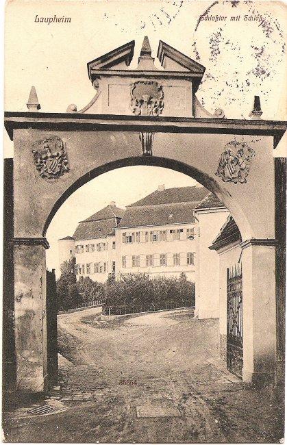 Laupheim Schlosstor mit Schloss (Vorderseite der Ansichtskarte)
