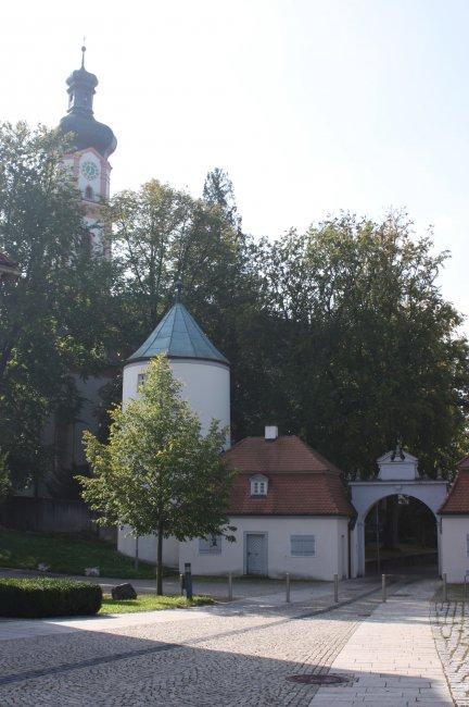 Laupheim - Schloßtor und Kirche (heutige Ansicht)