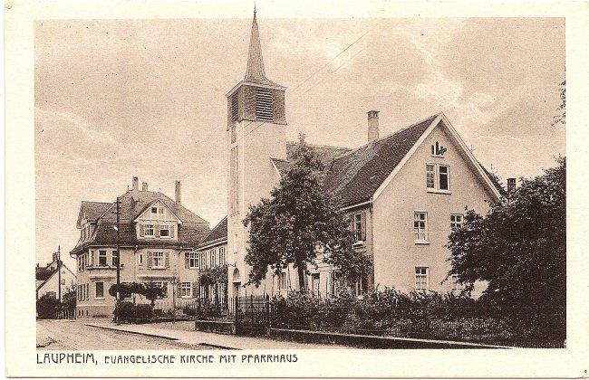 Laupheim, Evangelische Kirche mit Pfarrhaus (Vorderseite der Ansichtskarte)