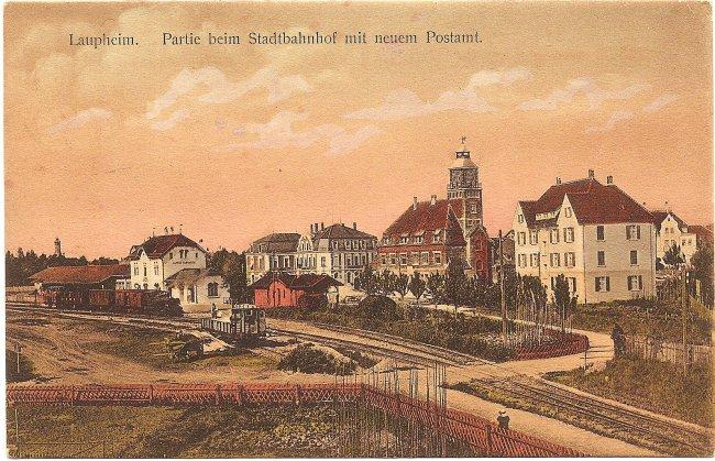 Laupheim. Partie beim Stadtbahnhof mit neuem Postamt (Vorderseite der Ansichtskarte)