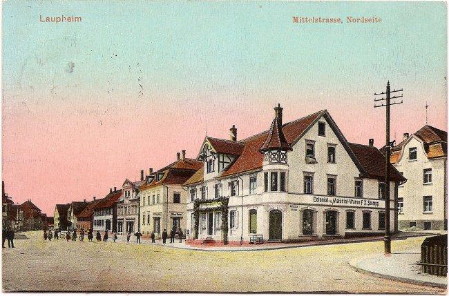 Laupheim, Mittelstrasse, Nordseite (Vorderseite der Ansichtskarte)