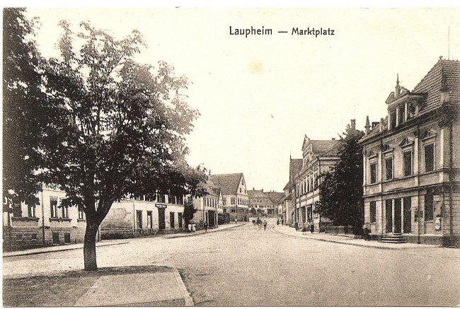 Laupheim - Marktplatz (Vorderseite der Ansichtskarte)