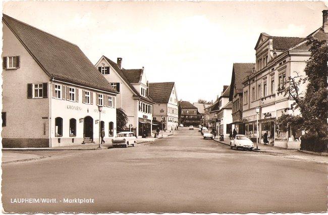 Laupheim  Marktplatz (Vorderseite der Ansichtskarte)