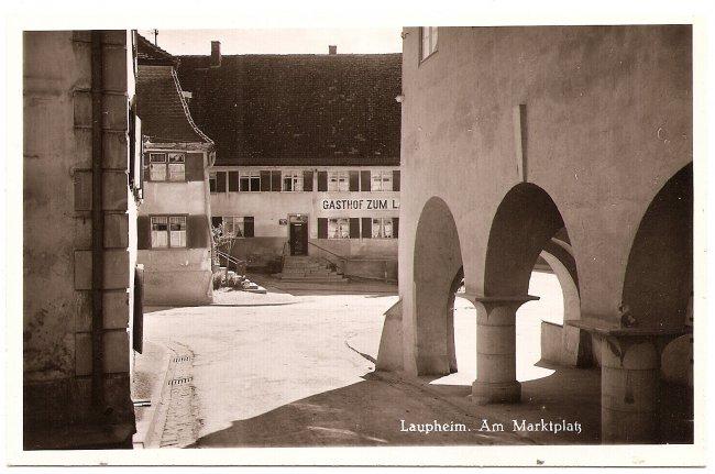 Laupheim, Am  Marktplatz (Vorderseite der Ansichtskarte)