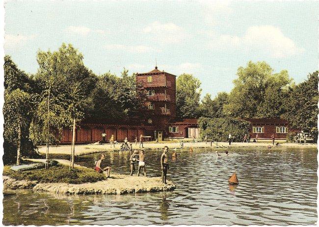 Schwimmbad (Vorderseite der Ansichtskarte)