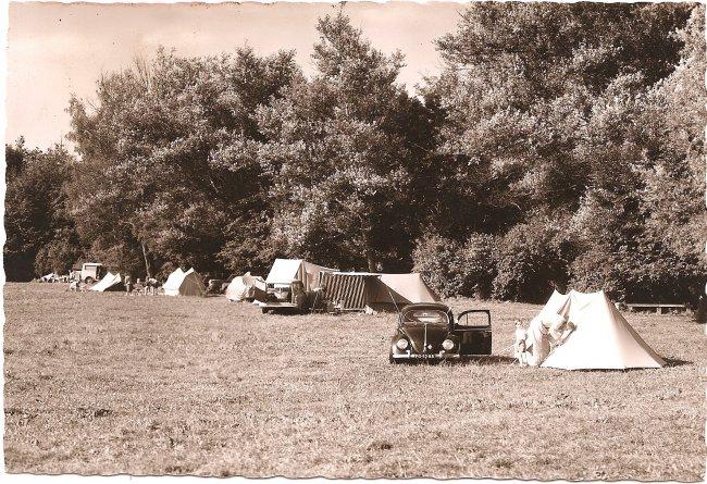 Campingplatz (Vorderseite der Ansichtskarte)