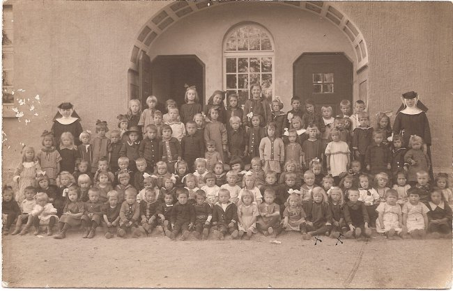 Städtischer Kindergarten (Vorderseite der Ansichtskarte)
