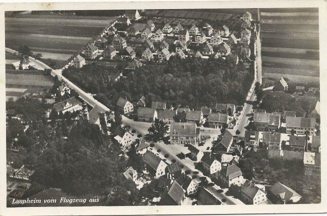 Laupheim vom Flugzeug aus - Kapellenzipfel (Vorderseite der Ansichtskarte)