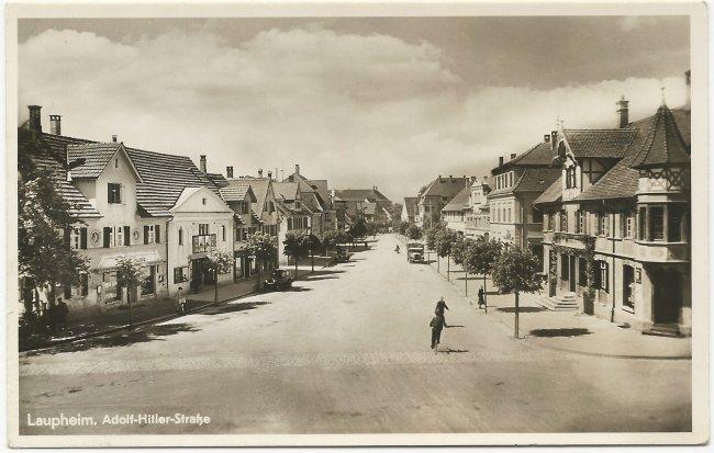 Laupheim. Adolf-Hitler-Straße (Mittelstraße) (Vorderseite der Ansichtskarte)