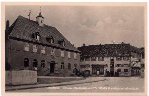 Laupheim, Oberer Marktplatz mit Markthalle ( Landwirtschaftsschule)